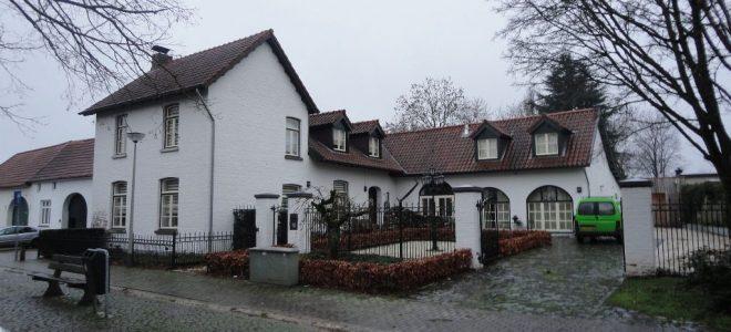 Merkelbeek, Plein 18